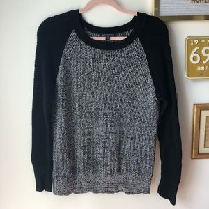 AMERICAN EAGLE Knit Black and Gray Sweater